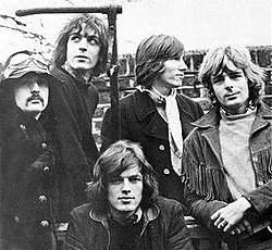 Rare photo of all five members of Pink Floyd, including Syd Barrett, in 1968